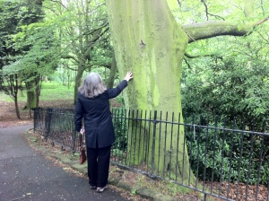 Marilynne Robinson touching a beech tree in Sefton Park the day I cooked Scouse for her.